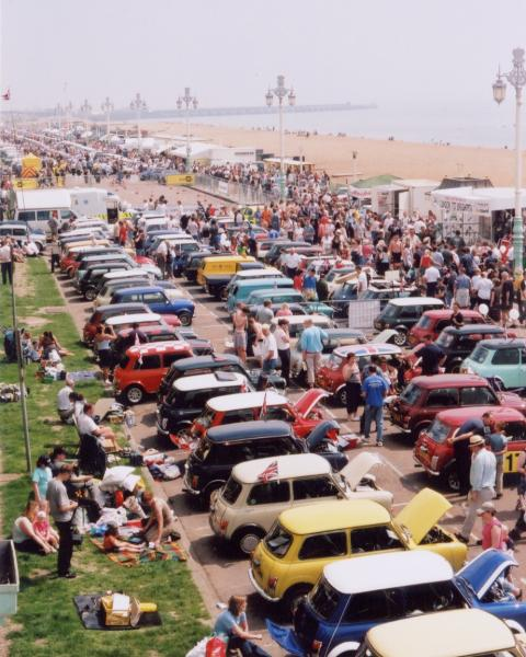 Brighton_seafront_carshow.jpg